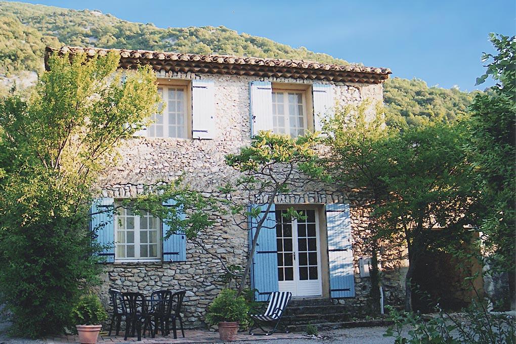 Locations de vacances avec piscine en provence mont for Provence homes